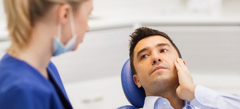 O que é inchaço na mandíbula? Conheça 5 causas e tratamentos!